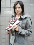 yui-pilih-sepatu