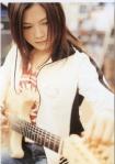 yui-nyetem-gitar